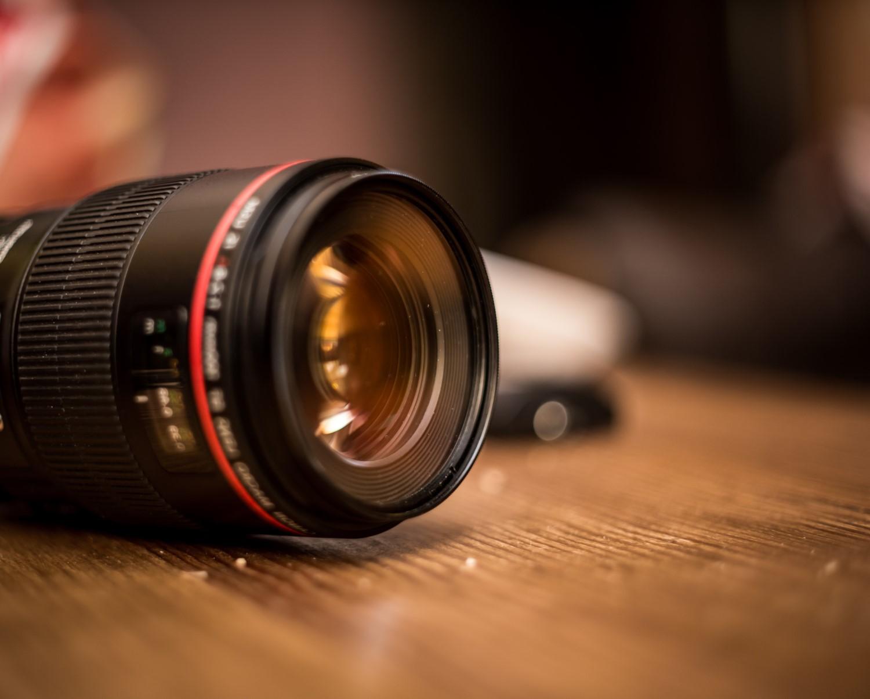 lens-for-the-camera-closeup-8T76AUA